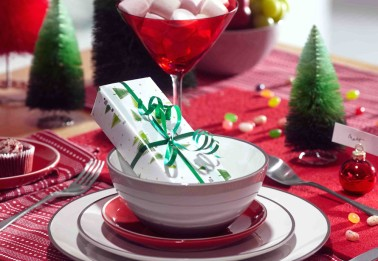 Christmas_table-setting_ideas_bright_treats